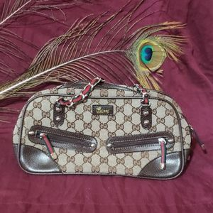 💜💙AUTHENTIC GUCCI PURSE! NEVER USED! GORGEOUS!